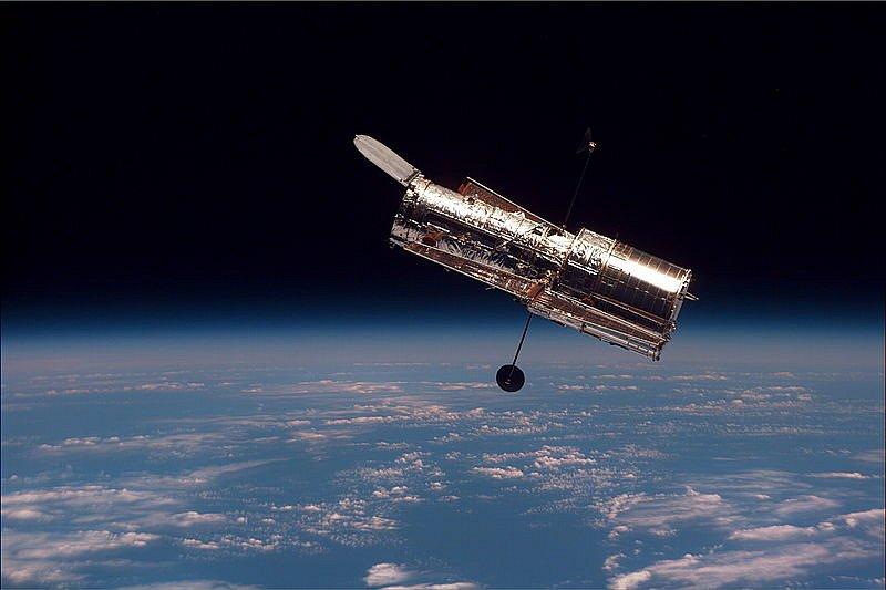 800px-Hubble-01.jpg